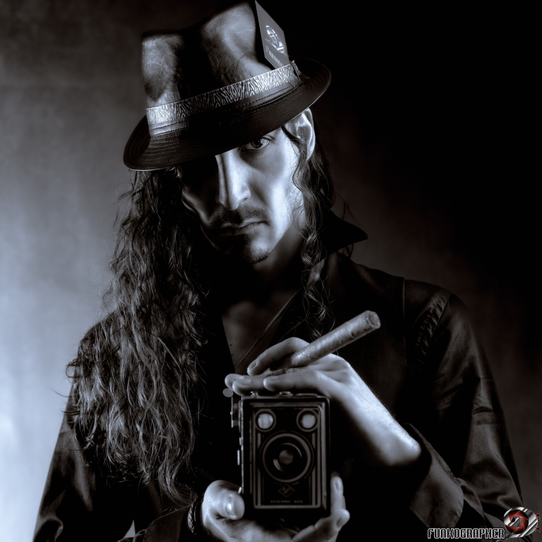 selfie, funkographer, autoportrait, homme, man, photographe, reporter, art, noir et blanc, blakc and white